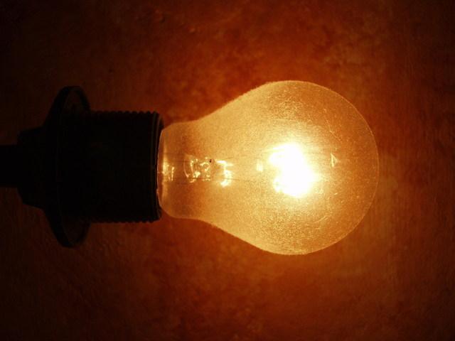 LED žárovky E27 a kompaktní zářivky nahrazují žárovky s wolframovým vláknem